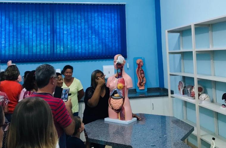 População de Juara em visita ao laboratório de Anatomia